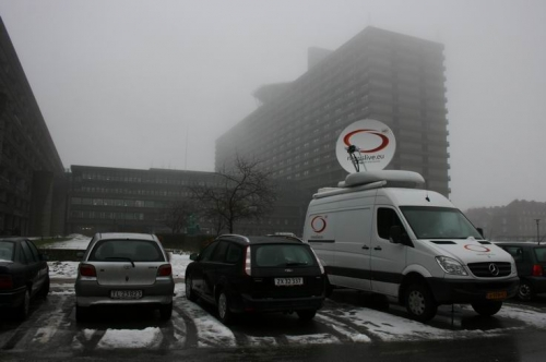 Newslive SNG in front of the hotel