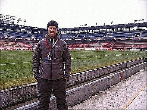 Linx Engineer Gregor Donoghue at the pitch of Generali Arena in Prague