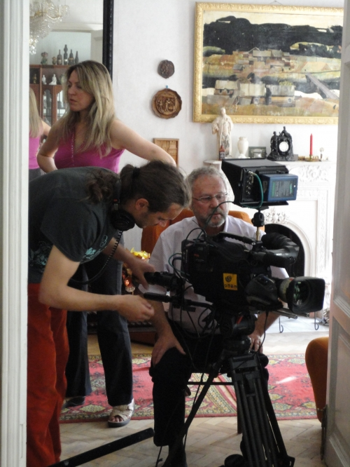 TVDATA.ru  video crew, including a soundman was hired by Timeline Films, an American production company to film a documentary on life and art of Nelson Shanks, a famous painter who brought its portrait exhibition to Russia.