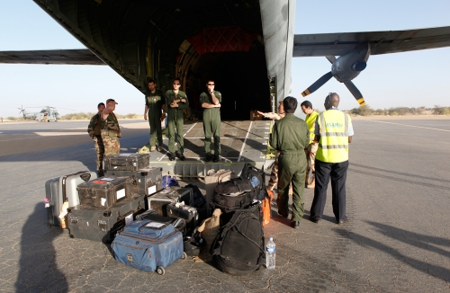 Dual Path HD FreeLens FlyAway arriving in Timbuktu with a french army plane