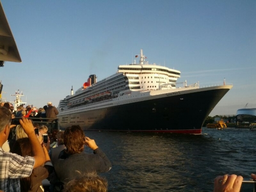 The star : Queen Mary 2
