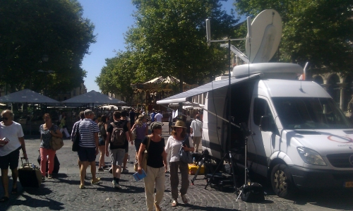 SNG and diversity wireless set up in the main square od Avignon