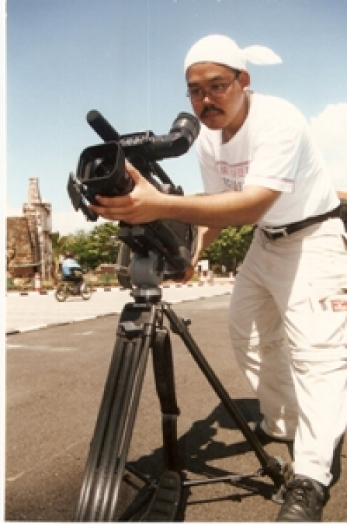 Asri - Malaysian news cameraman - working as a freelancer.